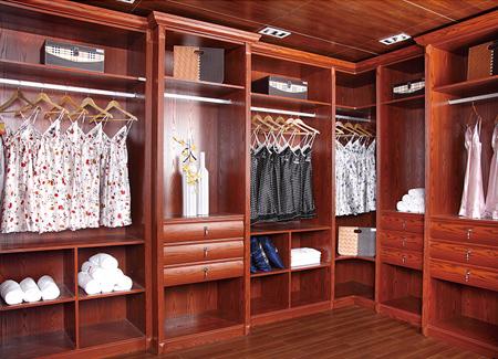 全屋整木定制装修中衣帽间衣柜是设计开放式还是封闭式?