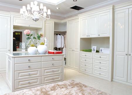 新房装修时室内门是选择实木门还是免漆门